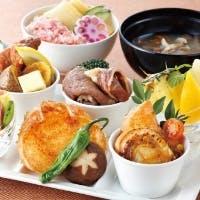 ホテルシェフが手がける、創意溢れる和洋料理をご堪能ください