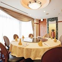 接待や会食に最適な、回転テーブルのある個室