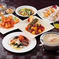旬の食材を使用した季節の特別コースや宴会コースなど、 季節のメニューを各種ご用意