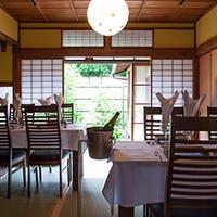 京町家スタイルでのテーブル&カウンター席でのくつろぎ