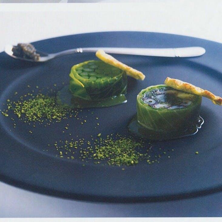 皿の上のアーティストと言われるシェフのお料理で素敵な時間を...