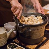 うおまんではお造りや煮物、鯛めしの土鍋などに伝統の『信楽焼』の器を使います