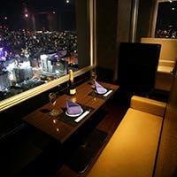 新宿を一望できる特別空間で夜景を独占