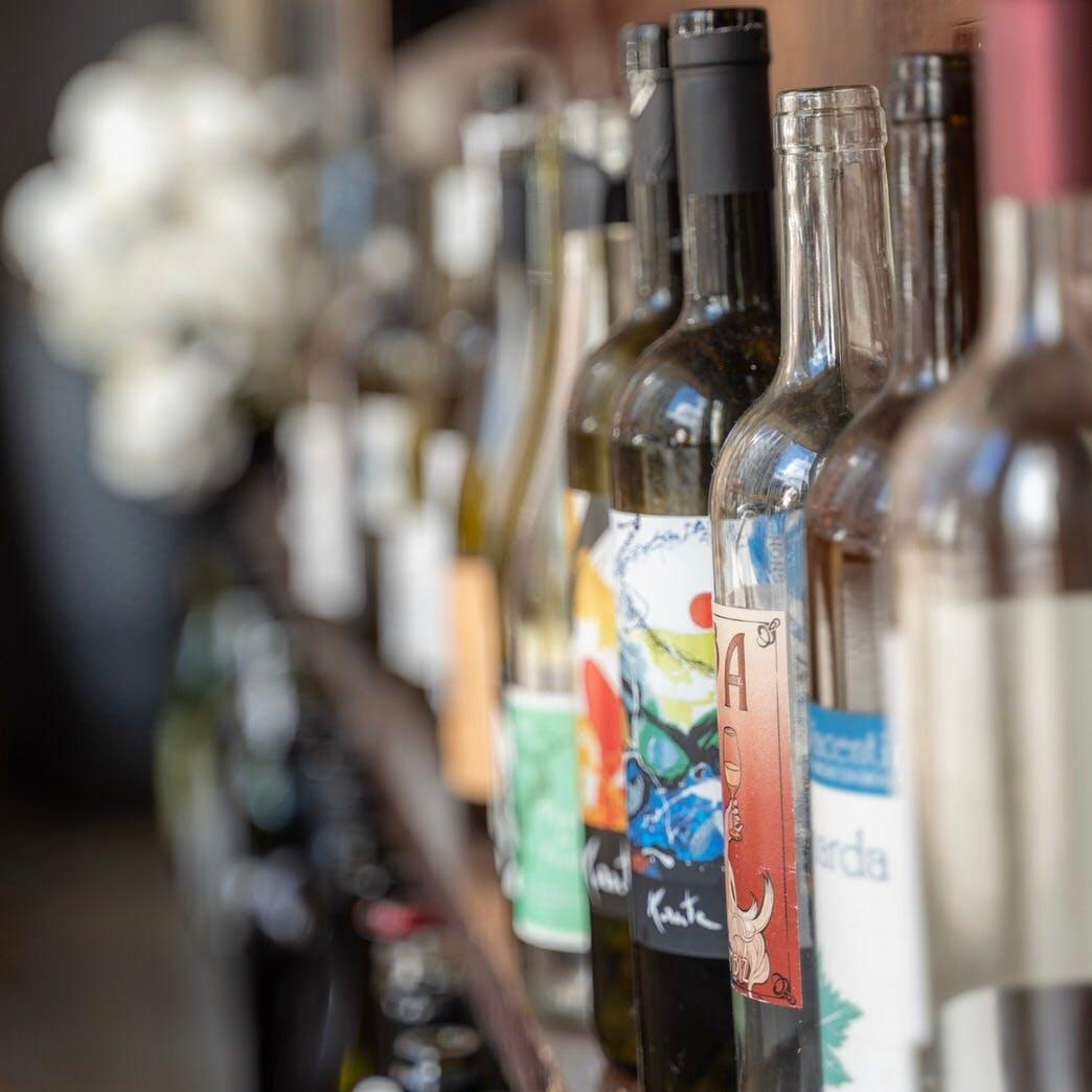 優しい味わいの自然派ワインが集い、ペアリングコースも用意