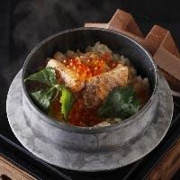 日本料理の伝統に、シェフの先鋭性を融合させた独創的なパレットが卓上を彩る