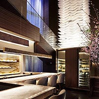 六本木ヒルズ、けやき坂に誕生したカウンタースタイルのフレンチアジアンレストラン