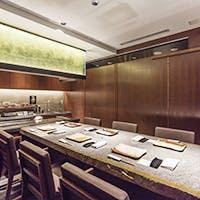 御接待などに相応しい高級感のある空間に完全個室も完備