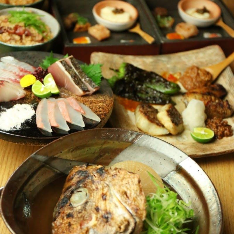 前菜、鮮魚盛り合わせ、麹熟成の焼魚1種、麹熟成の豚肉炭焼き、ご飯など