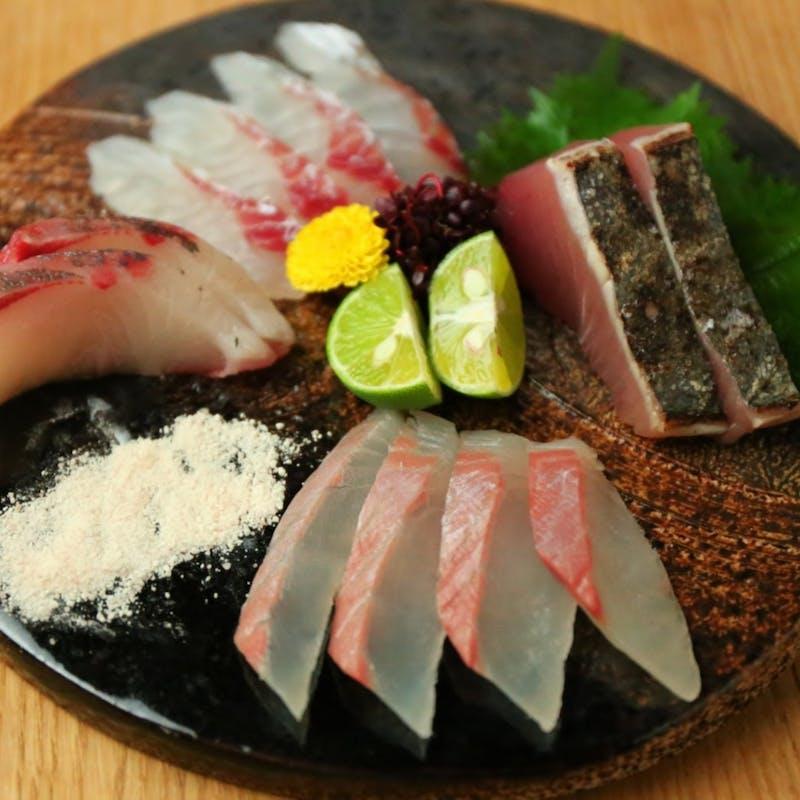 前菜、鮮魚盛り合わせ、麹熟成の焼魚と焼野菜、肴 2種盛りなど全6品