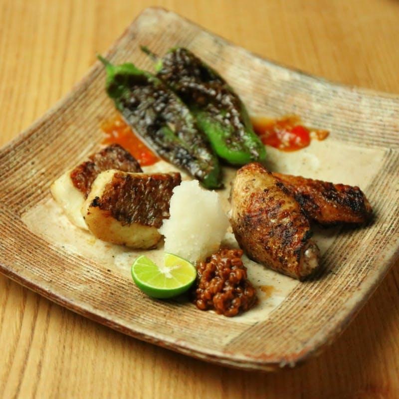 前菜、鮮魚盛り合わせ、麹熟成の焼魚と焼野菜、黒毛和牛の炭焼きなど全9品