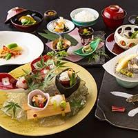 有田焼に盛られた見た目にも美しいこだわり料理の数々