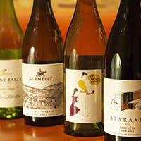 シニアソムリエが世界中のワインをセレクト