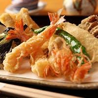 熟練の鍋前が、厳選した旬の素材のおいしさをご提供する江戸前の天ぷら
