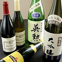 和懐石を盛り立てるワインと日本酒