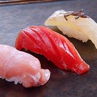旬の鮮魚を使用した絶品寿司