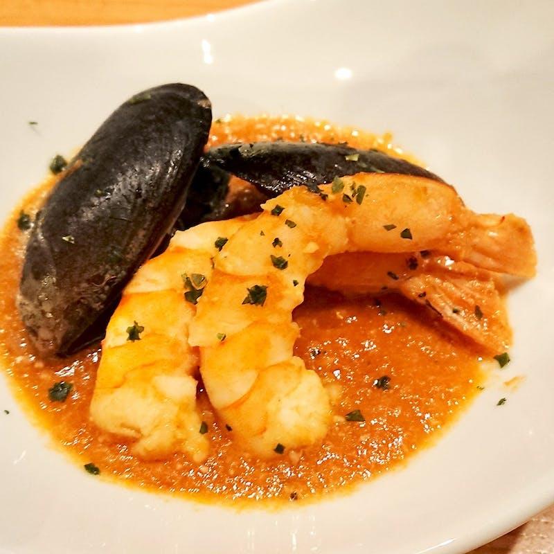 前菜6種盛り、ムール貝と海老のブイヤベース、パスタ、イベリコ豚グリエ、デザート等