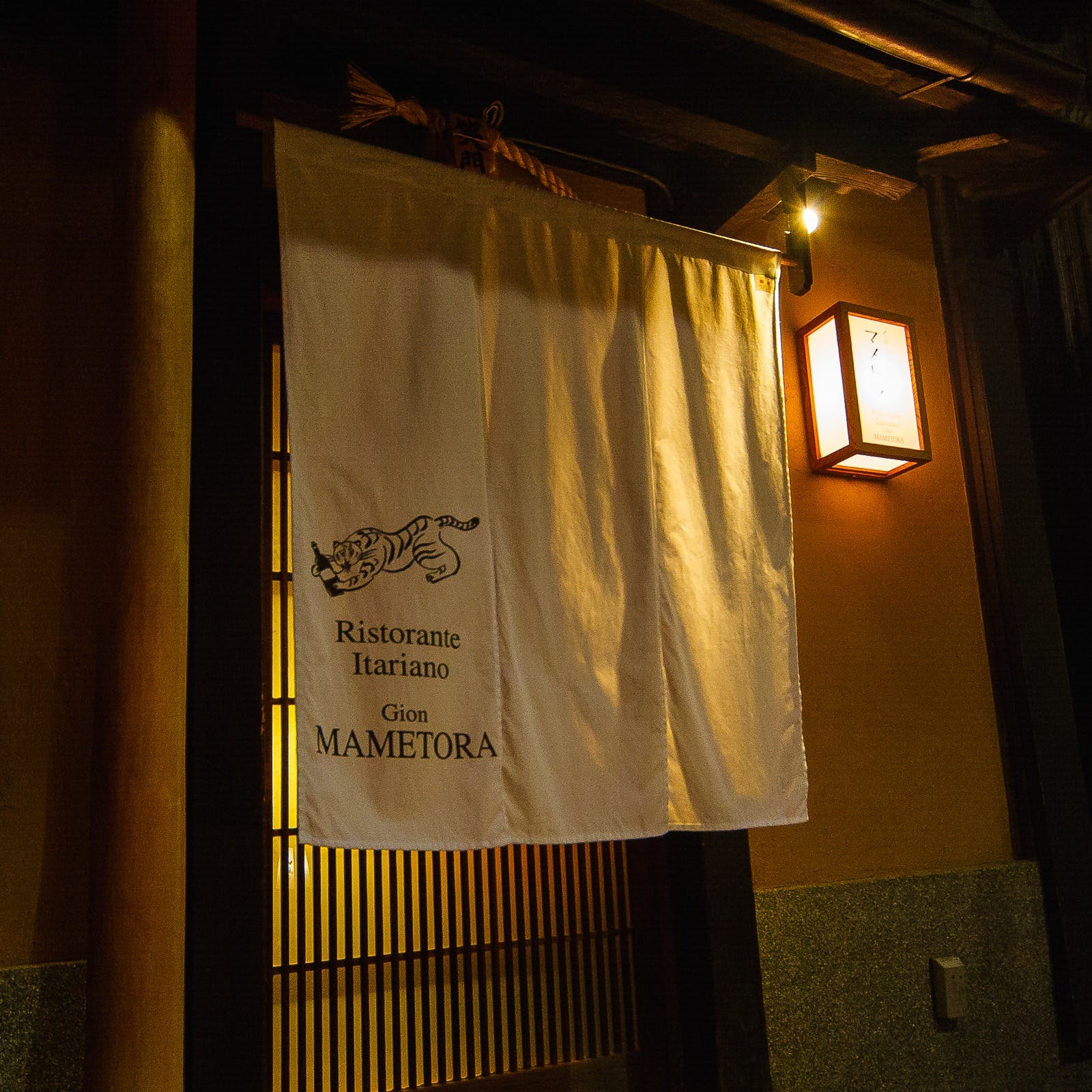京都祇園・花見小路の青柳小路 隠れ家的空間で過ごす大人の時間