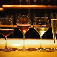 お洒落な店内で絶品料理と美味しいワインをお召し上がりいただけます