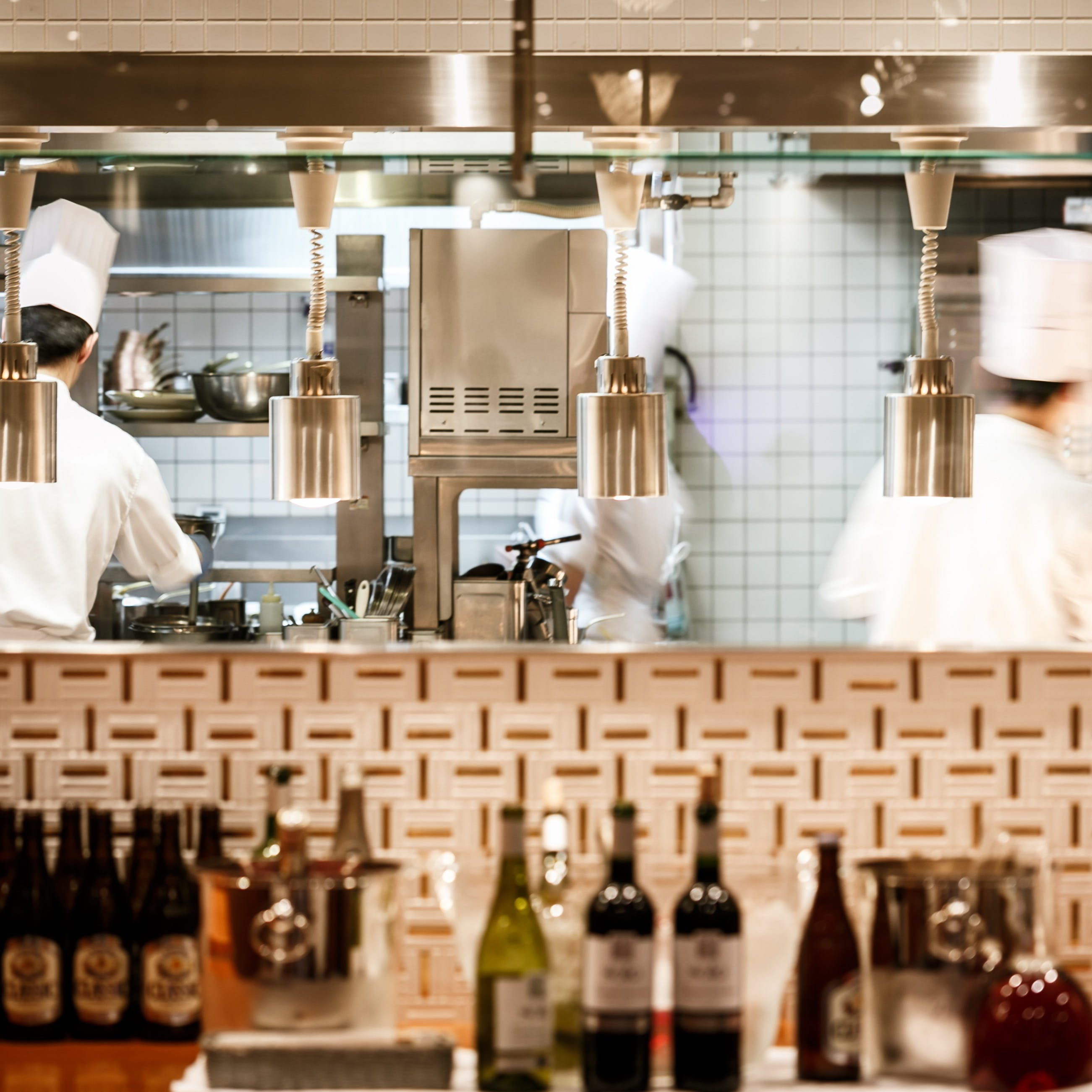フランス料理店ならではの優雅な空間で、記憶に残るひとときを