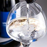 イタリア全土から厳選したワインと、ウニに合わせて作ったオリジナルの日本酒