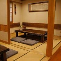 寛ぎの掘り炬燵式個室