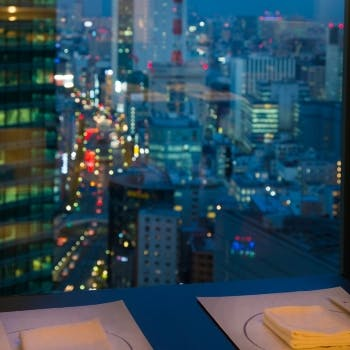 期間限定!【1日限定2組】窓側席確約、25階の高層階で楽しむゆったりディナー 通常6800円が5440円!