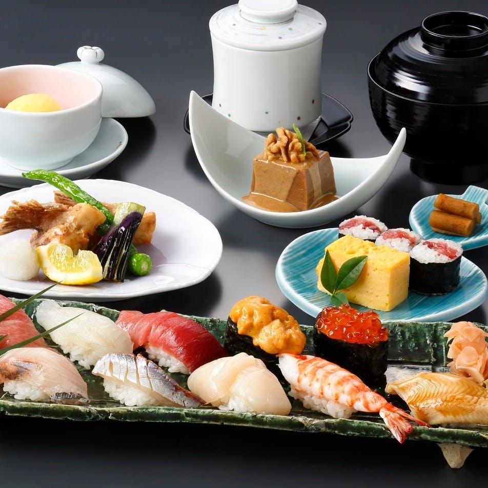 加賀料理の伝統を受け継ぎ、季節感と旬の味覚を大切にご提供しております