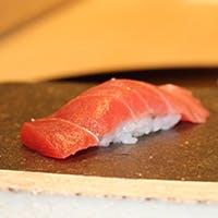 厳選食材を贅沢に使用した、すしと天ぷらの両方をご堪能