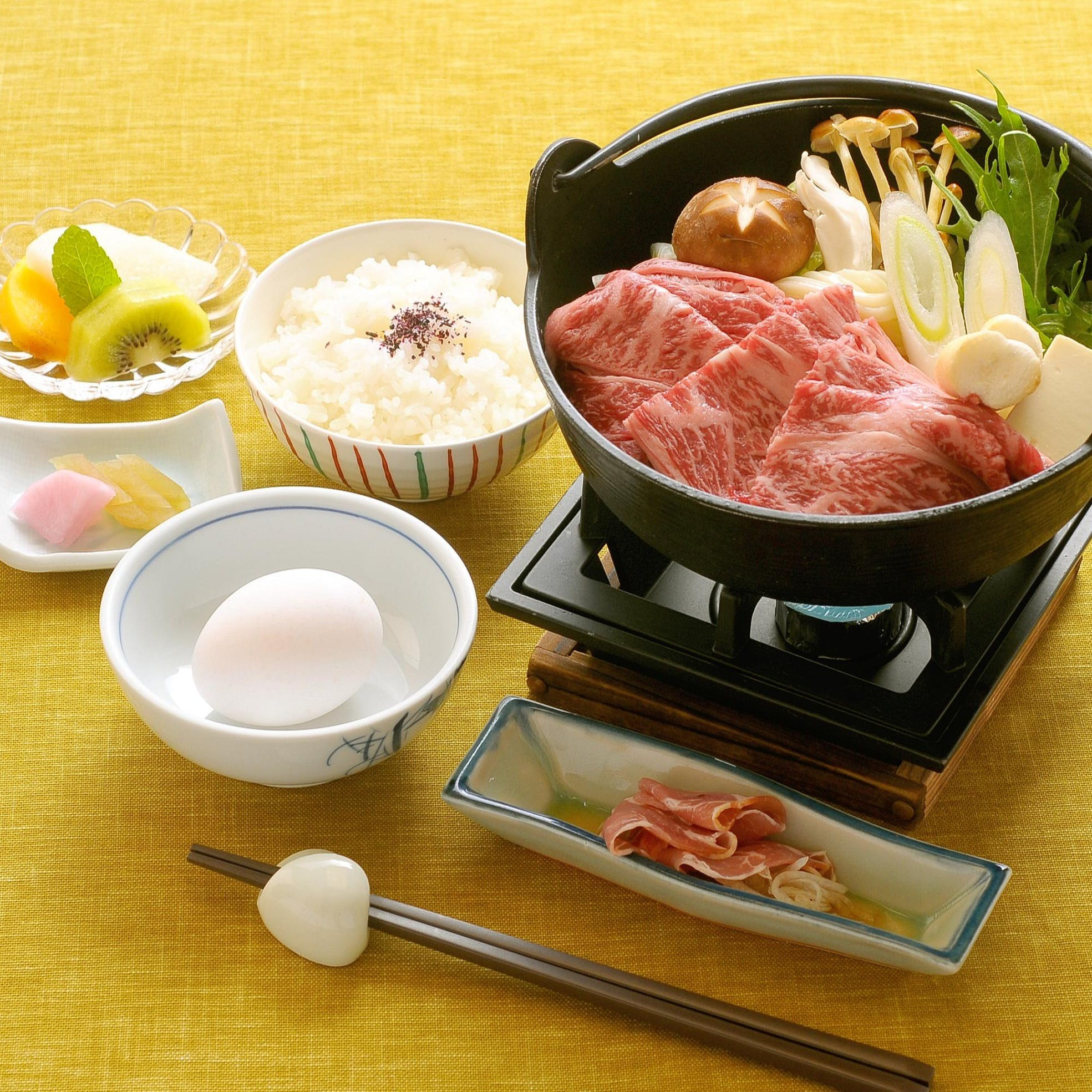 季節の器に彩豊かな旬の食材を地元の食材と共にご提供させて頂きます