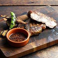 旬の食材を炭火・プランチャ(鉄板)、オーブンで調理