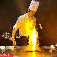 目の前で焼きあがる全席対面型での調理
