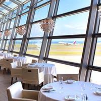 広大な伊勢湾の眺望と航空機を間近に楽しむロケーション