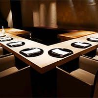 職人技を目の前で愉しむカウンター席や接待に相応しい個室を完備