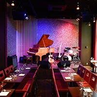 キャンドルライトの揺れるロマンチックなジャズクラブ&ライブハウス