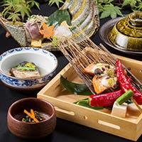 季節の海の幸・山の幸を贅沢に使った本格和食