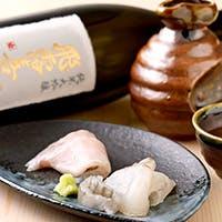 魚の持ち味を引き出す、こだわりの日本酒やワインをラインナップ