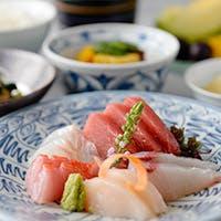 選びぬいた旬の素材をふんだんに使用した季節感あふれる日本料理