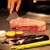 目の前でシェフが焼き上げる上質な神戸牛を堪能