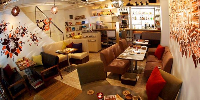 新宿 東口 西口 カフェ おしゃれ ランチ hole hole cafe&diner 新宿東口店 ホレホレカフェアンドダイナー 店内 雰囲気