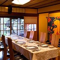 伝統と格式ある上質な店内には、様々な種類のお席がございます