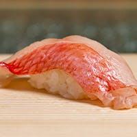 季節の食材で織りなす逸品料理と職人が握る鮨を満喫「特上おまかせ握りコース」