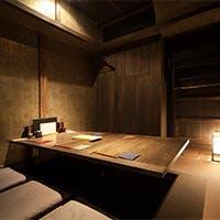 ライブ感あるカウンターや個室も完備し様々な用途に対応