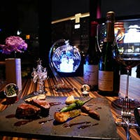 エリア最大級の900本収容ウォークインセラーのワインと本格ビストロ料理