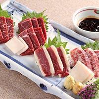 毎日、熊本阿蘇より直送される新鮮桜肉料理