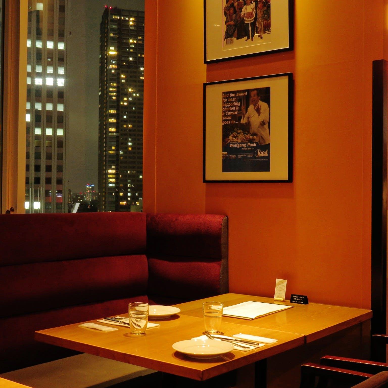 ビル最上階からの眺望を眺めながらの贅沢な「大人の空間」