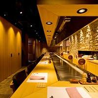 日本最長6m15cmの鉄板で、鉄板焼ならではのライブ感を