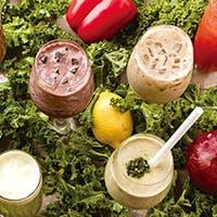 野菜を使ったヘルシードリンクや40種以上揃う豊富なワイン