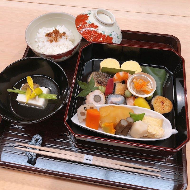 季節のお弁当(お造り・御飯・水物付)