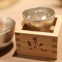 北海道産を中心とした天然魚介と温度にこだわった日本酒