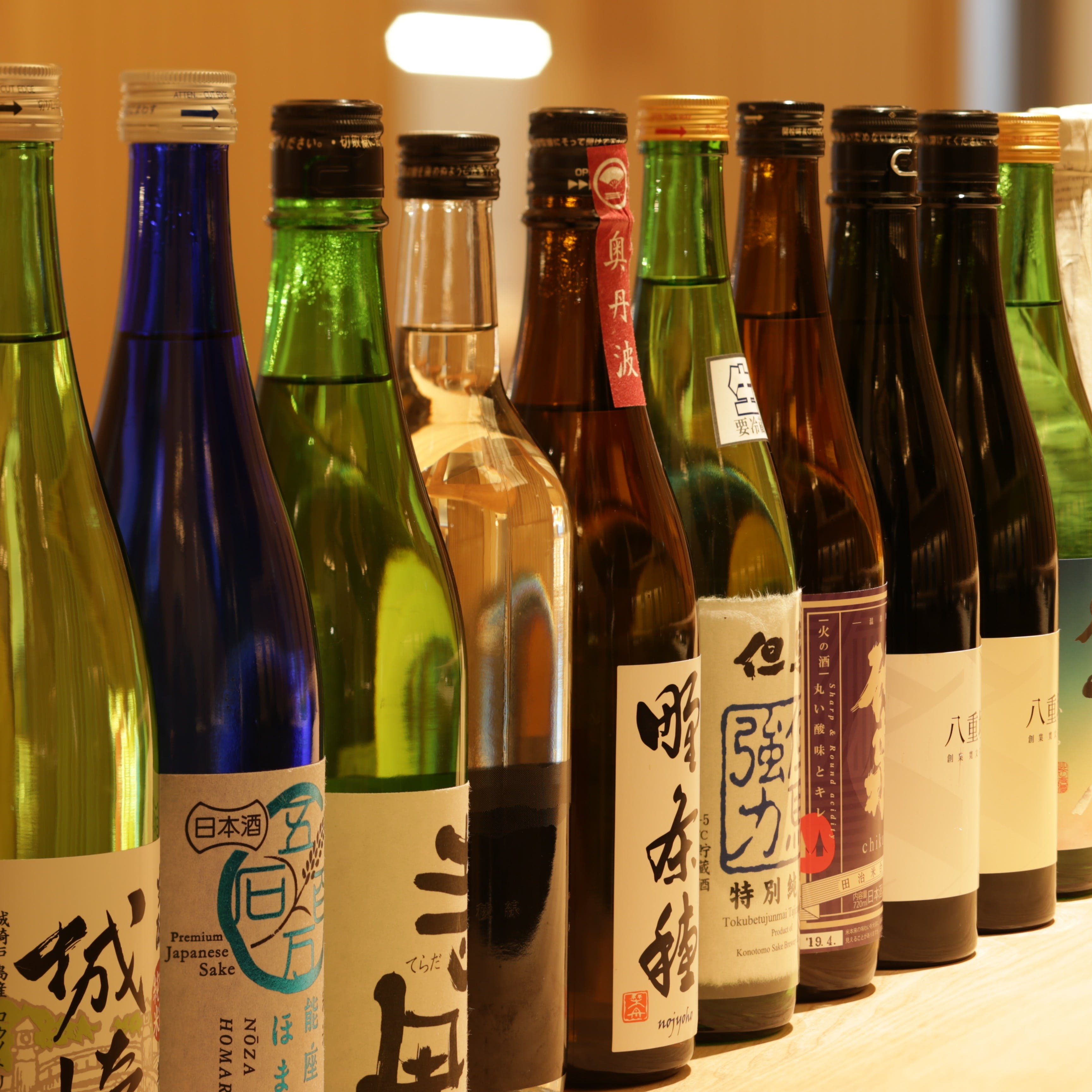 利酒師が選んだ個性豊かな地酒を20種以上取り揃えております。